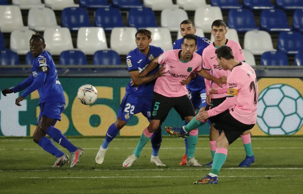 Messi bị đánh cùi chỏ, nằm sân đau đớn trong thất bại bất ngờ của Barcelona - Ảnh 6.