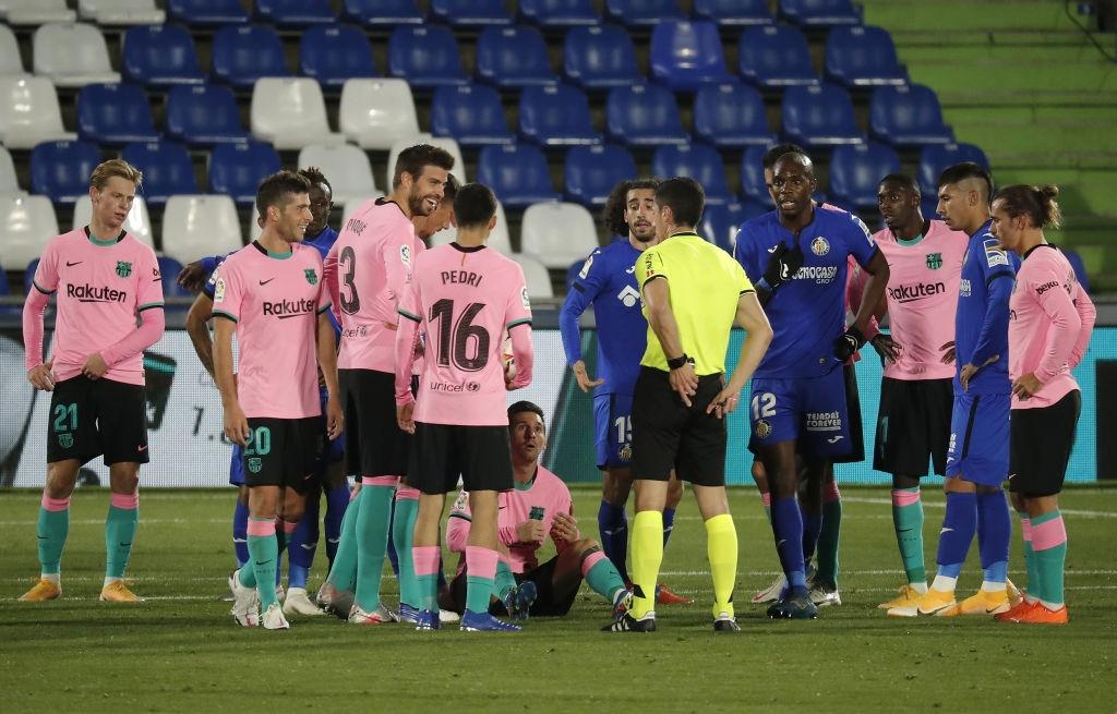 Messi bị đánh cùi chỏ, nằm sân đau đớn trong thất bại bất ngờ của Barcelona - Ảnh 4.