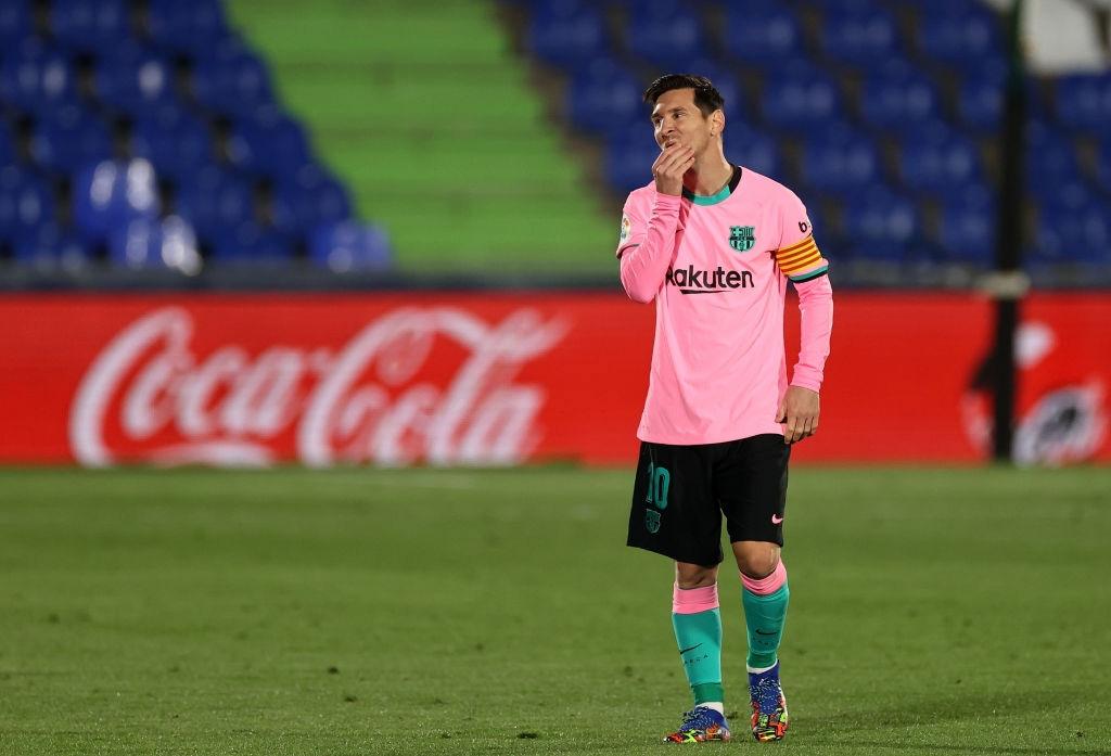 Messi bị đánh cùi chỏ, nằm sân đau đớn trong thất bại bất ngờ của Barcelona - Ảnh 1.