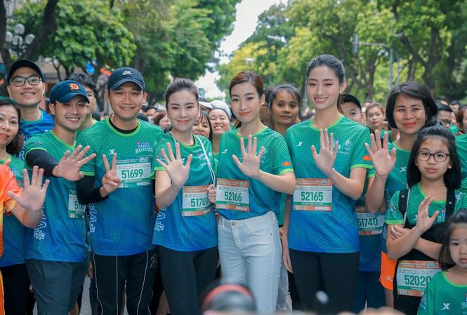 Hoa hậu Mai Phương Thúy nổi bật trên đường chạy - Ảnh 1.