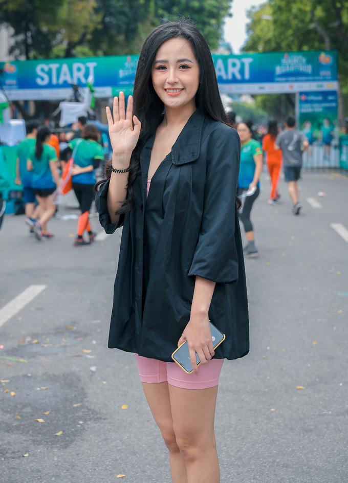 Hoa hậu Mai Phương Thúy nổi bật trên đường chạy - Ảnh 2.