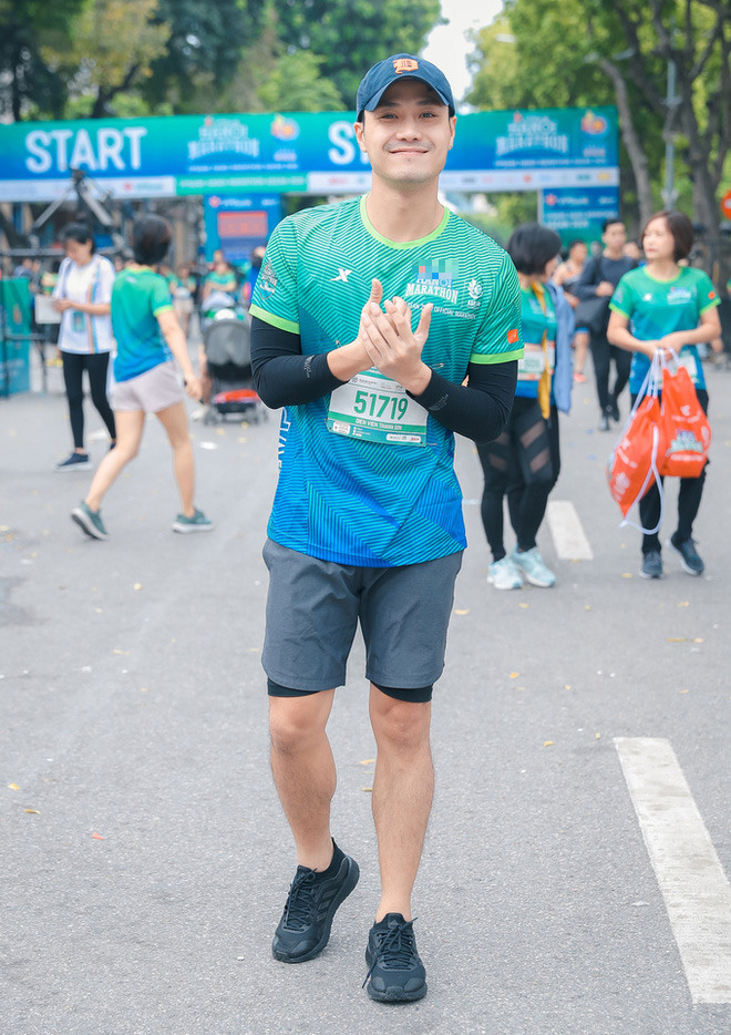 Hoa hậu Mai Phương Thúy nổi bật trên đường chạy - Ảnh 8.