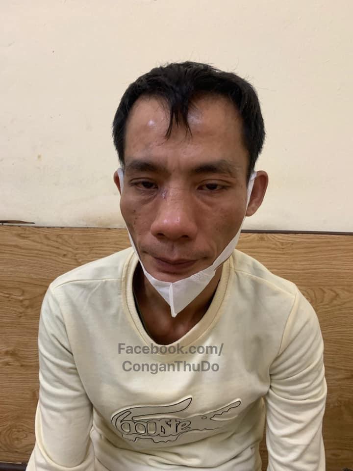 """Hà Nội: Mặc áo mưa khi trời không mưa, gã đàn ông bị phát hiện ma tuý khi gặp """"chốt"""" 141 - Ảnh 1."""