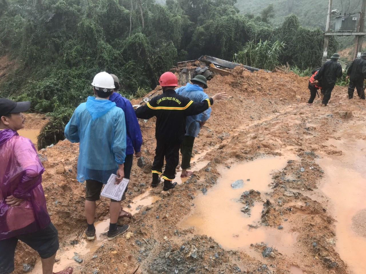 Lấy mẫu ADN người thân để xác định danh tính 17 nạn nhân trong vụ sạt lở núi ở Rào Trăng 3 - Ảnh 2.