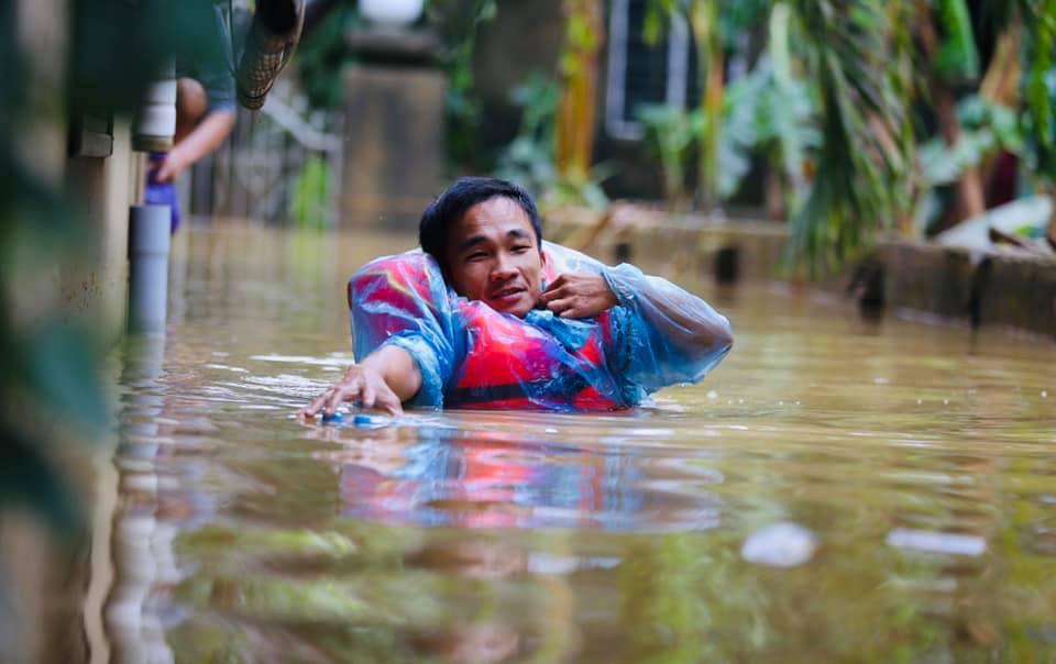 Miền Trung sau mưa lũ, người dân cần phòng chống dịch bệnh như thế nào? - Ảnh 1.