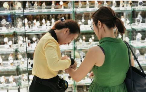 Cục diện thị trường đồng hồ thông minh ra sao khi Thế Giới Di Động hợp tác chiến lược với Samsung? - Ảnh 1.