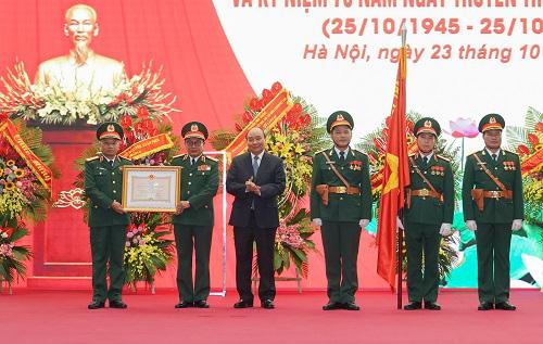 Thủ tướng Nguyễn Xuân Phúc dự lễ kỷ niệm 75 năm Ngày truyền thống Tổng cục II - Ảnh 2.