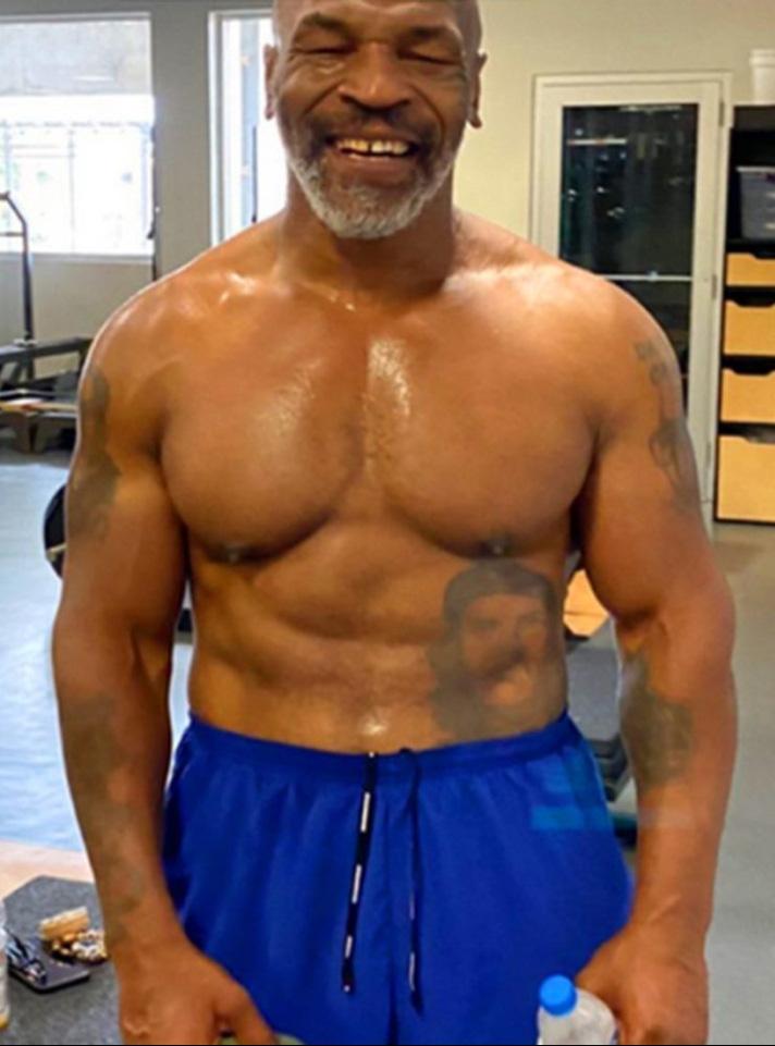 """""""Tay đấm thép"""" Mike Tyson quyết định không dừng lại, lên kế hoạch thượng đài tới 3 trận trong năm 2021 - Ảnh 2."""