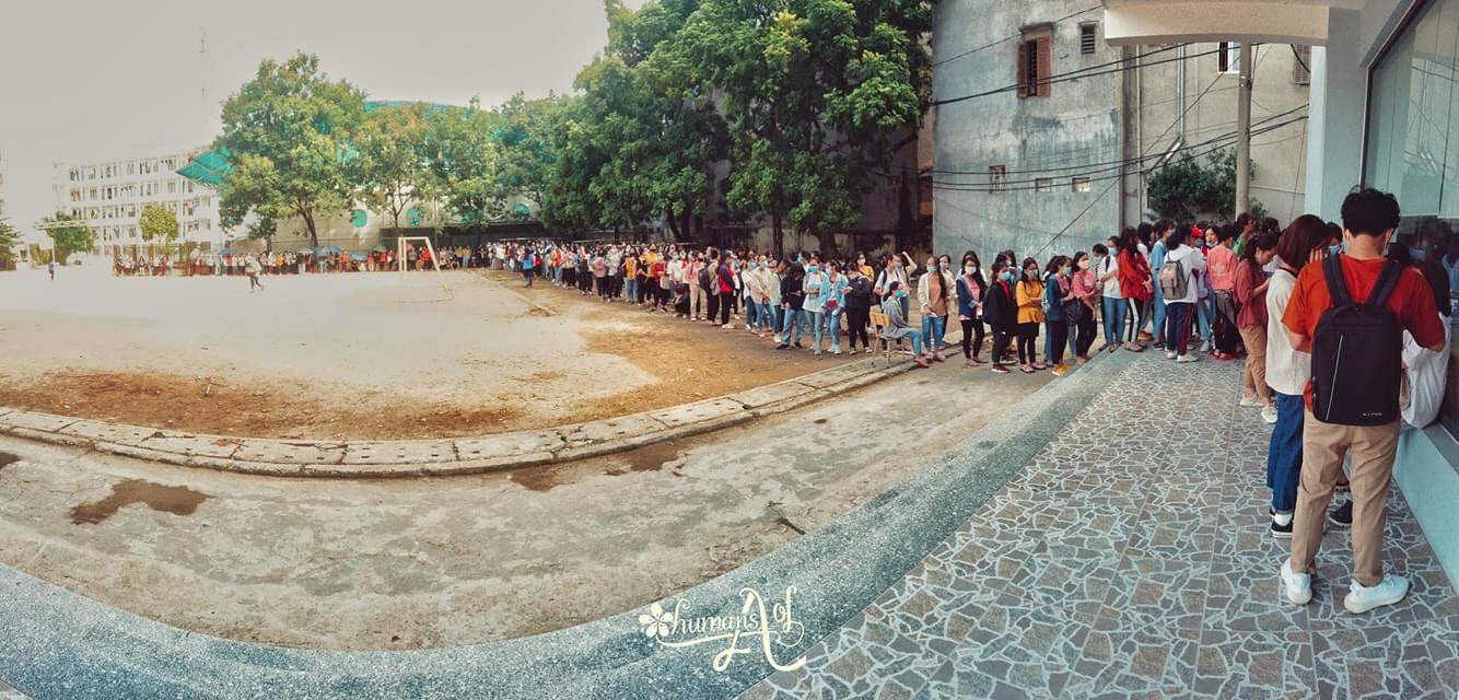 Trường ĐH ham học nhất Hà Nội: Sinh viên xếp hàng dài chờ đến lượt mượn sách - Ảnh 5.