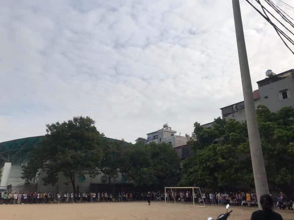 Trường ĐH ham học nhất Hà Nội: Sinh viên xếp hàng dài chờ đến lượt mượn sách - Ảnh 7.