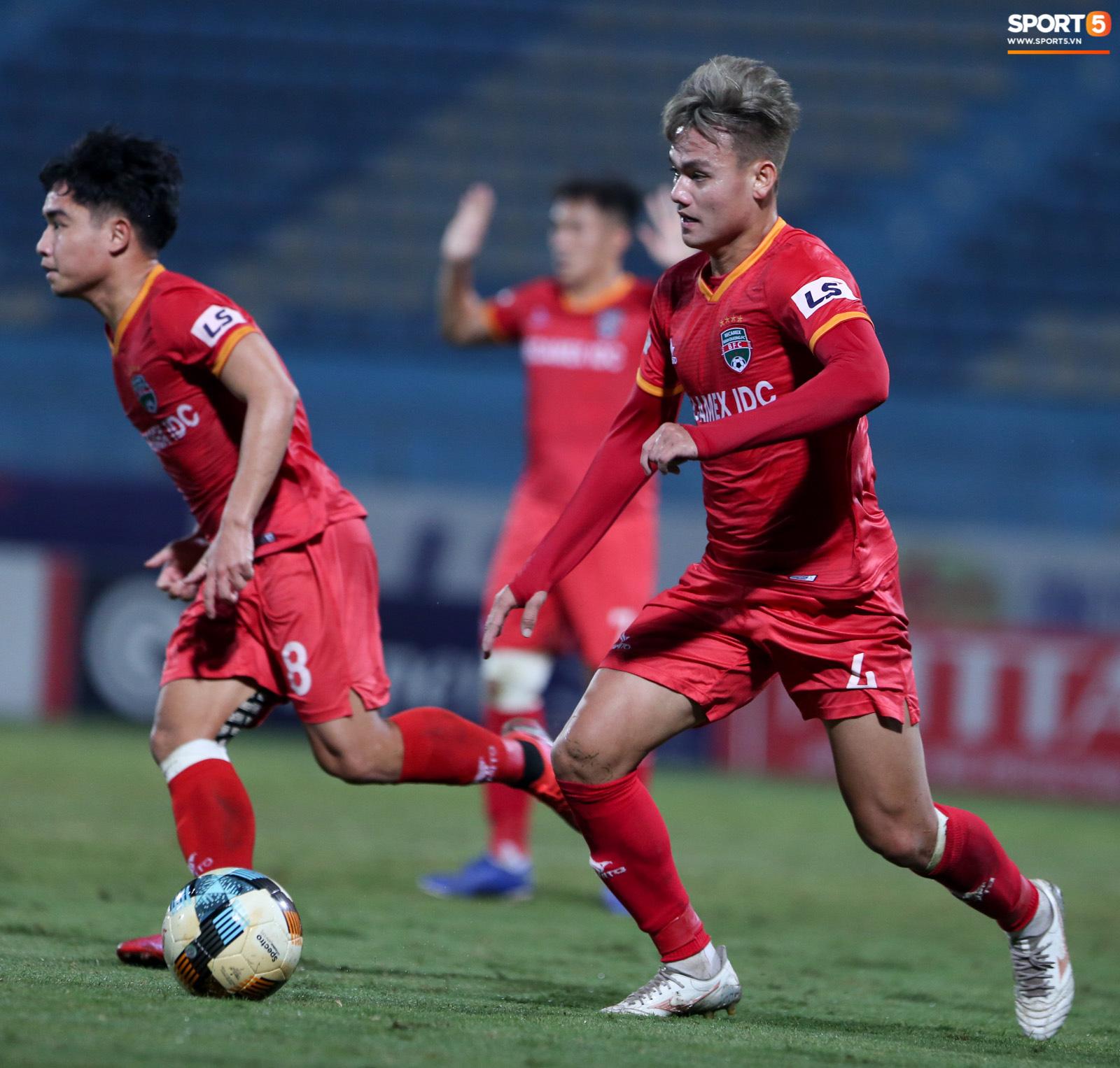 Quang Hải đòi trọng tài rút thẻ phạt cho bạn cũ ở U23 Việt Nam sau pha phạm lỗi nguy hiểm - Ảnh 9.