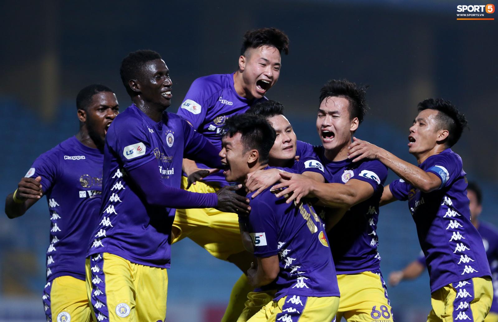 Quang Hải đòi trọng tài rút thẻ phạt cho bạn cũ ở U23 Việt Nam sau pha phạm lỗi nguy hiểm - Ảnh 11.