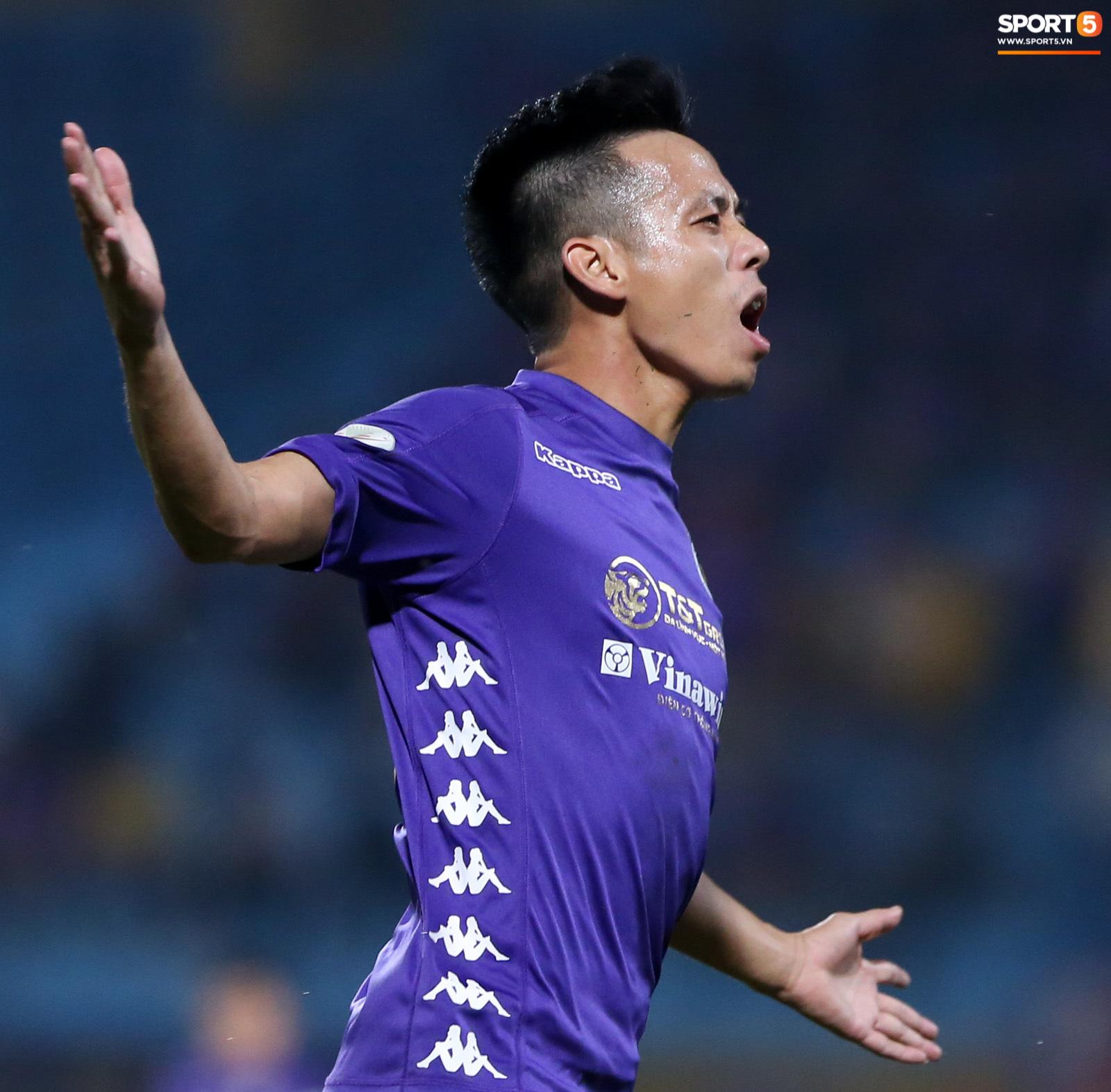 Quang Hải đòi trọng tài rút thẻ phạt cho bạn cũ ở U23 Việt Nam sau pha phạm lỗi nguy hiểm - Ảnh 8.