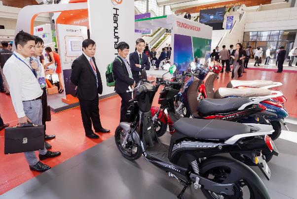 Xe máy điện VinFast gây chú ý tại Diễn đàn cao cấp Đô thị thông minh ASEAN 2020 - Ảnh 1.
