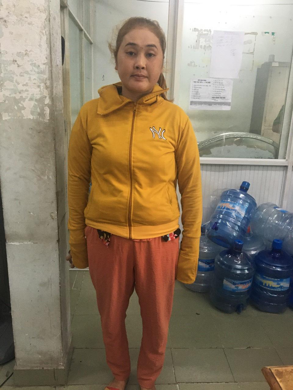 Bắt người phụ nữ dùng vàng dỏm để đi cầm cố tiệm vàng, lừa đảo hàng trăm triệu đồng ở Sài Gòn - Ảnh 1.