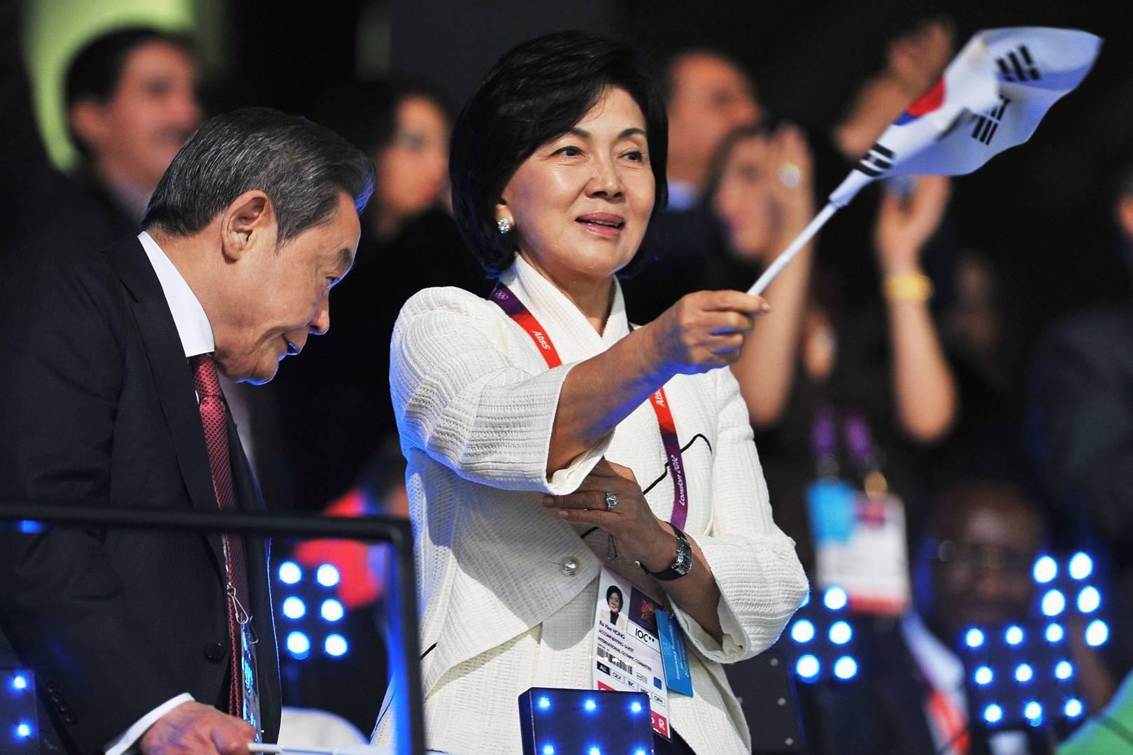 Người đàn bà quyền lực phía sau đế chế Samsung: Bóng hồng khiến cố chủ tịch Lee Kun Hee đến chết cũng không từ bỏ - Ảnh 2.