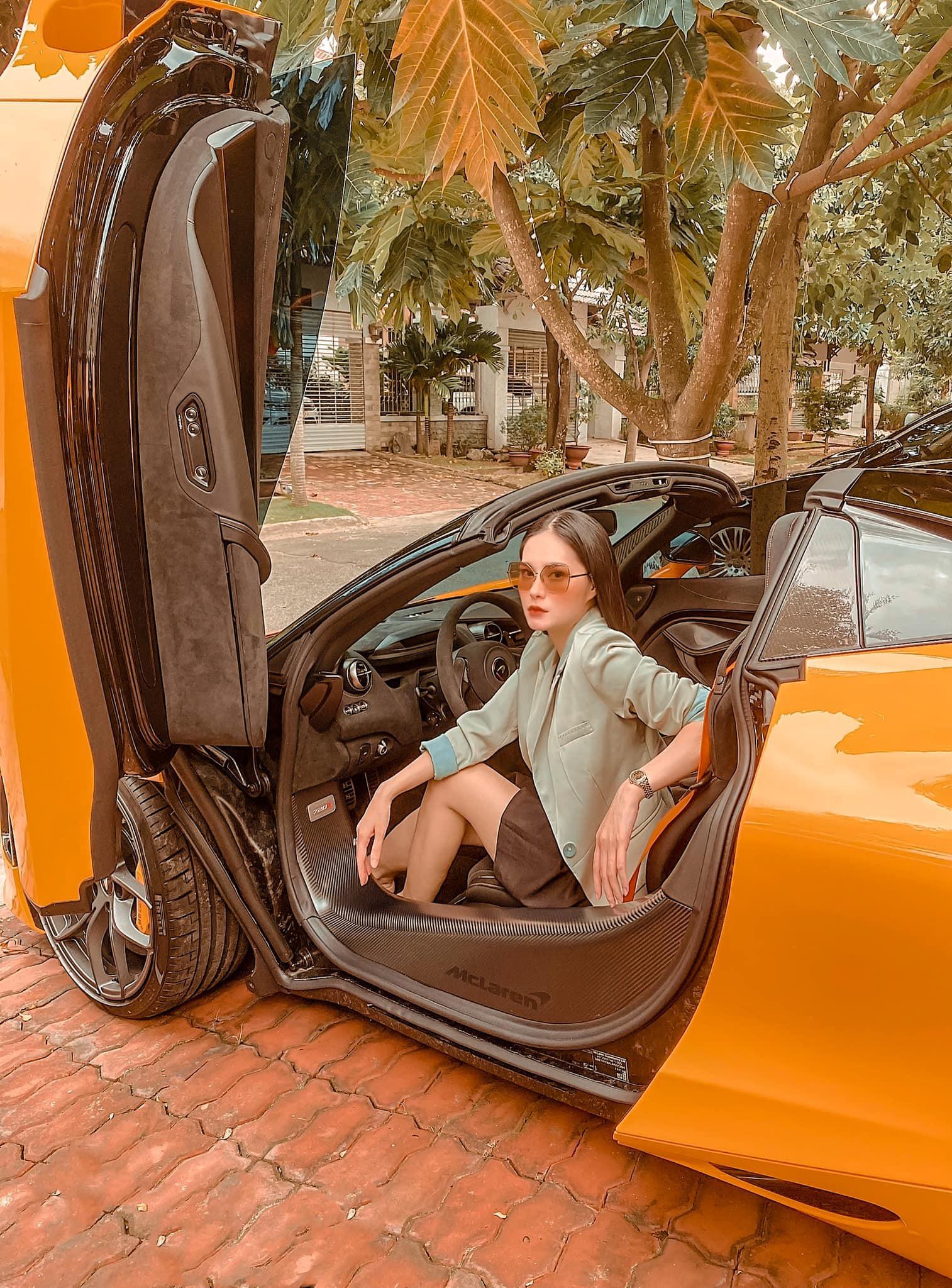 Nữ ca sĩ Đoàn Di Băng được chồng tặng hẳn siêu xe McLaren 720S Spider, không quên đề cập tới chuyện thiện nguyện tại thời điểm này - Ảnh 2.