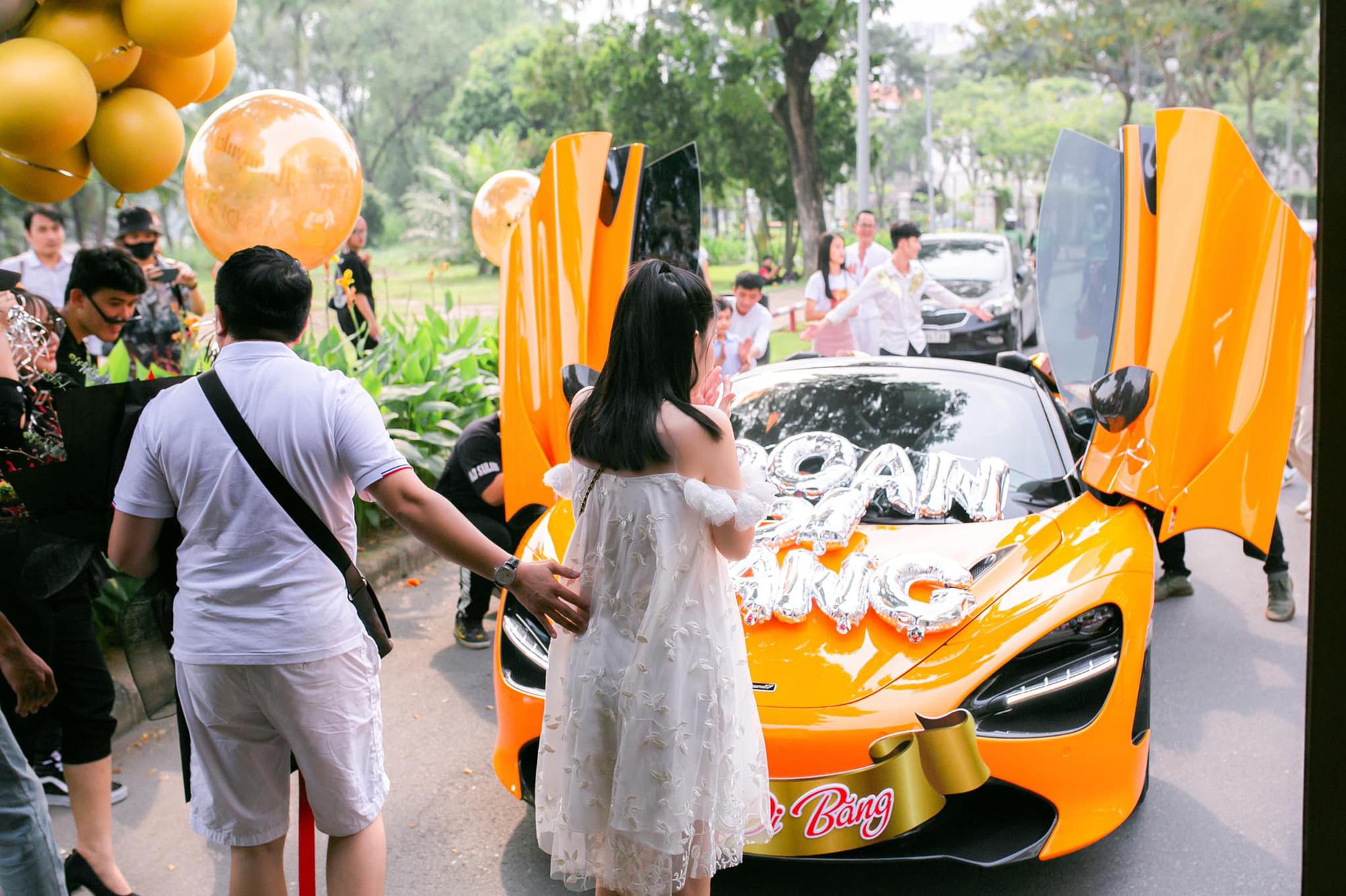Nữ ca sĩ Đoàn Di Băng được chồng tặng hẳn siêu xe McLaren 720S Spider, không quên đề cập tới chuyện thiện nguyện tại thời điểm này - Ảnh 10.
