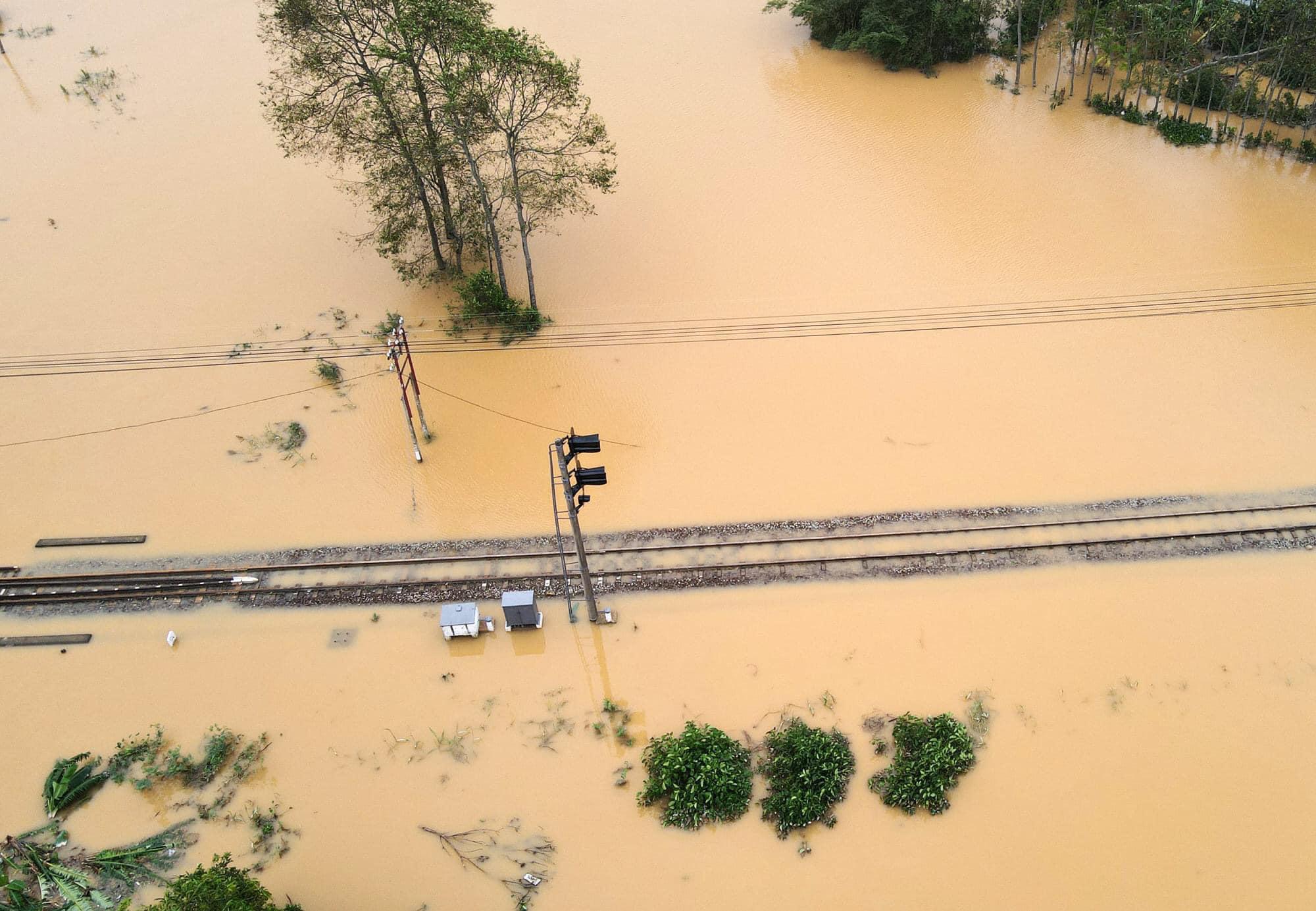 Thiệt hại của ngành đường sắt do cơn bão số 9 - Ảnh 1.
