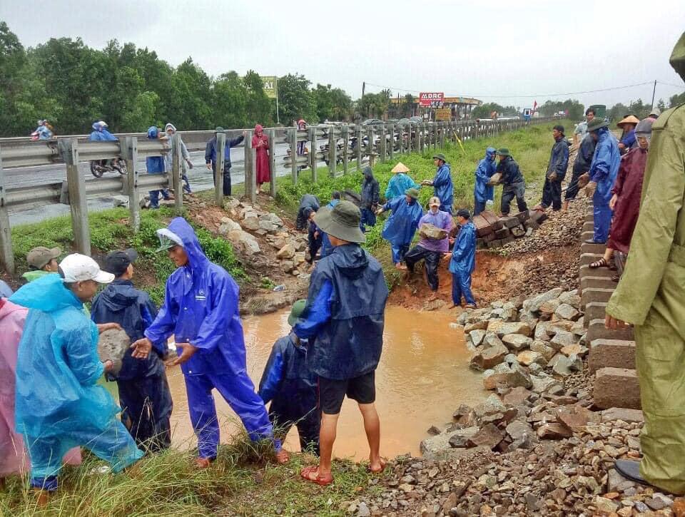 Thiệt hại của ngành đường sắt do cơn bão số 9 - Ảnh 3.