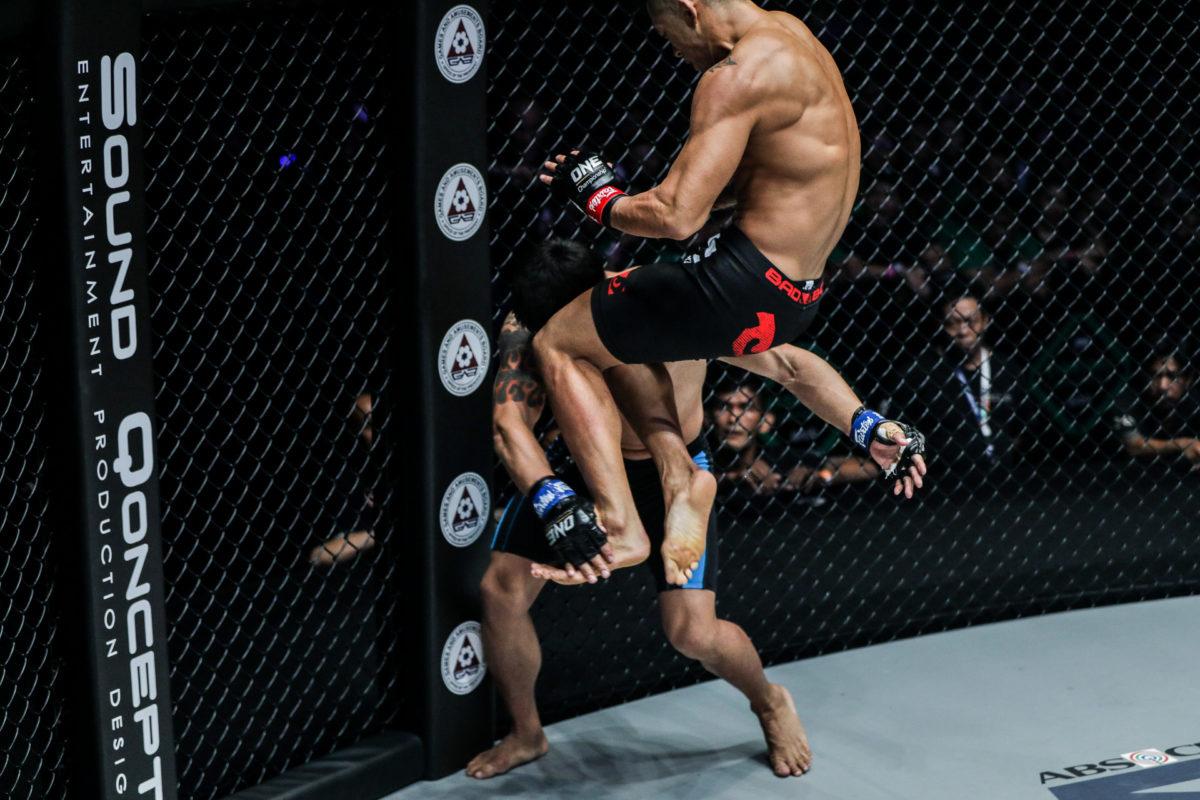 Nhà vô địch Martin Nguyễn chia sẻ về trận đại chiến với Thành Lê: Chúng tôi sẽ cho cả thế giới thấy MMA của Việt Nam đang ở đâu - Ảnh 2.