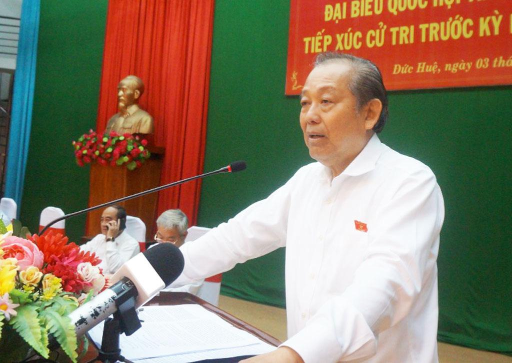 Phó Thủ tướng Thường trực Trương Hòa Bình tiếp xúc cử tri tại Long An - Ảnh 1.