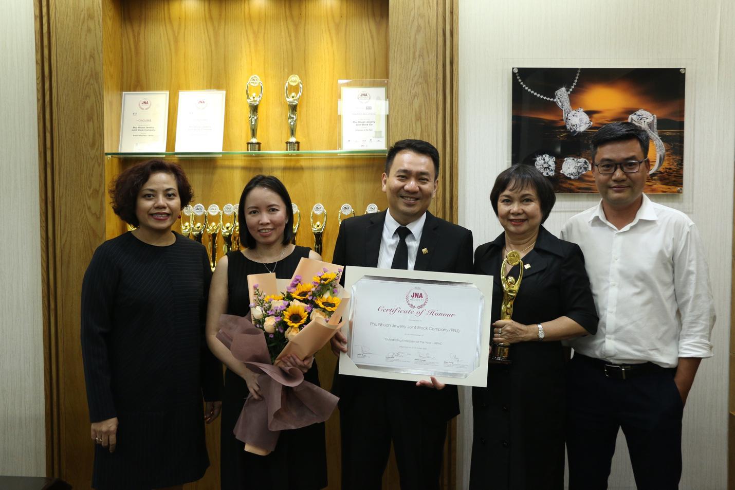 PNJ xuất sắc đăng quang ngôi vị doanh nghiệp số 1 châu Á tại JNA Awards 2020 - Ảnh 2.
