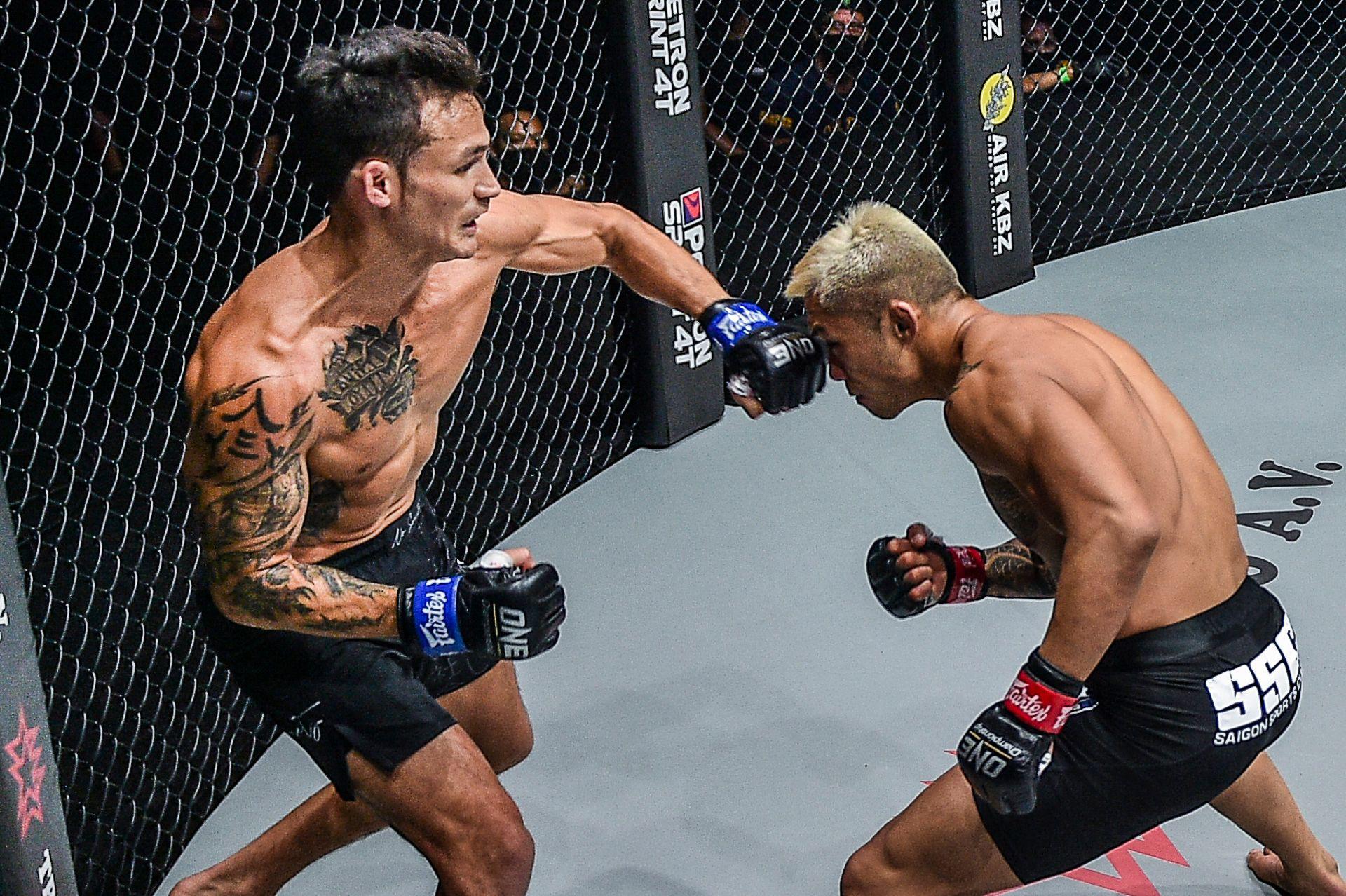 Chùm ảnh: Thành Lê hạ knock-out Martin Nguyễn, trở thành nhà vua mới tại hạng lông của ONE Championship - Ảnh 1.