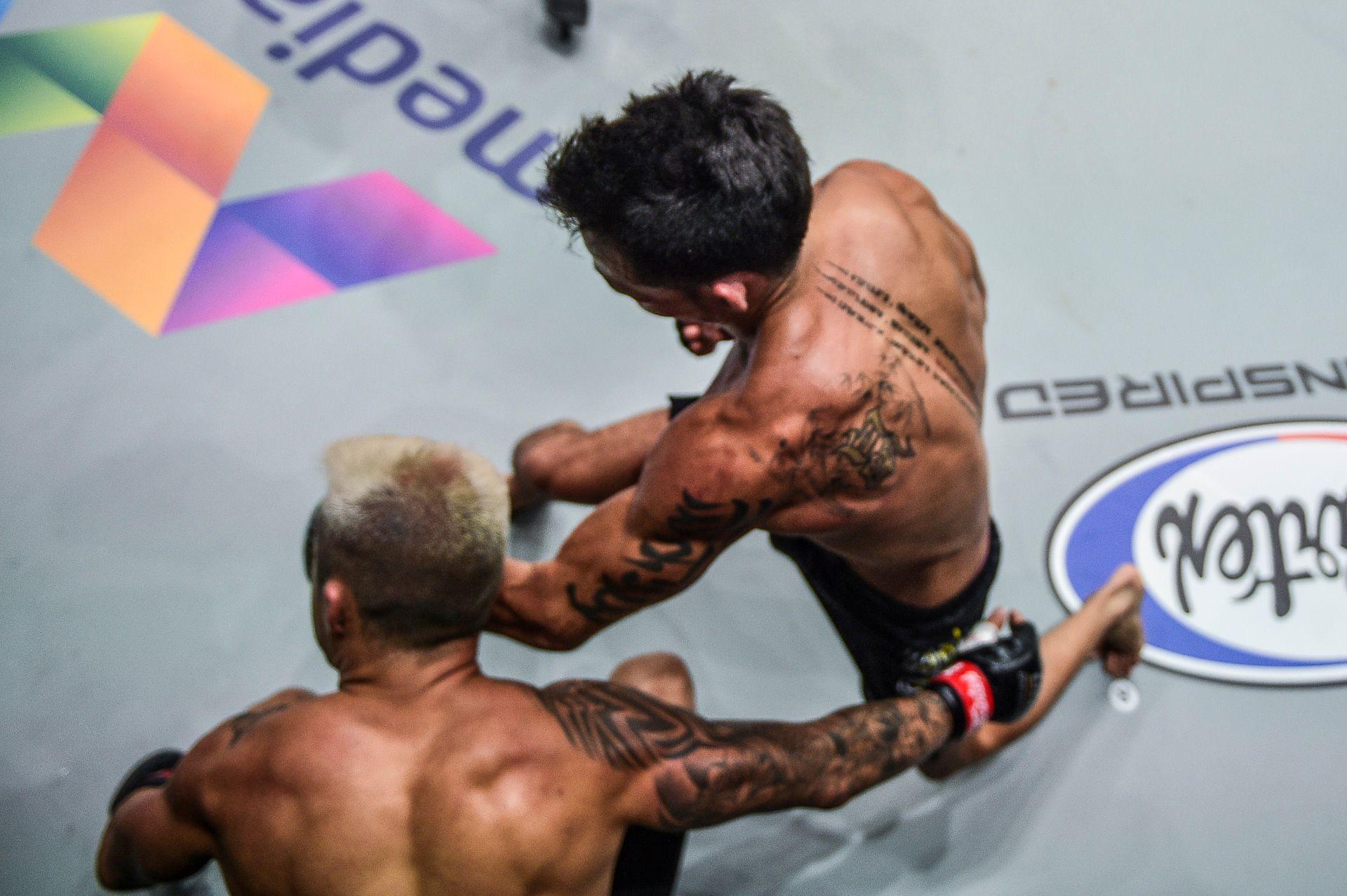 Chùm ảnh: Thành Lê hạ knock-out Martin Nguyễn, trở thành nhà vua mới tại hạng lông của ONE Championship - Ảnh 4.