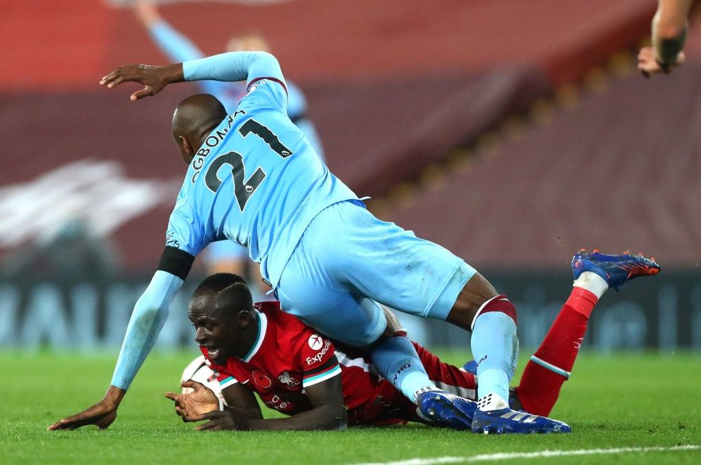 Kép phụ tỏa sáng, Liverpool ngược dòng thắng kịch tính để leo lên ngôi đầu Ngoại hạng Anh - Ảnh 3.
