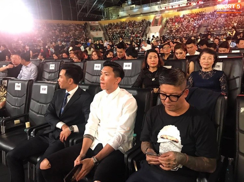 Tiến Dũng, Văn Hậu bất ngờ xuất hiện tại chung kết Hoa hậu Việt Nam 2020 - Ảnh 2.