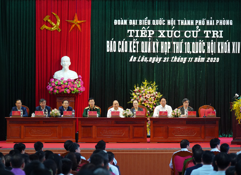 Thủ tướng tiếp xúc cử tri Hải Phòng: Chính phủ quan tâm nâng cao mức sống người dân - Ảnh 2.
