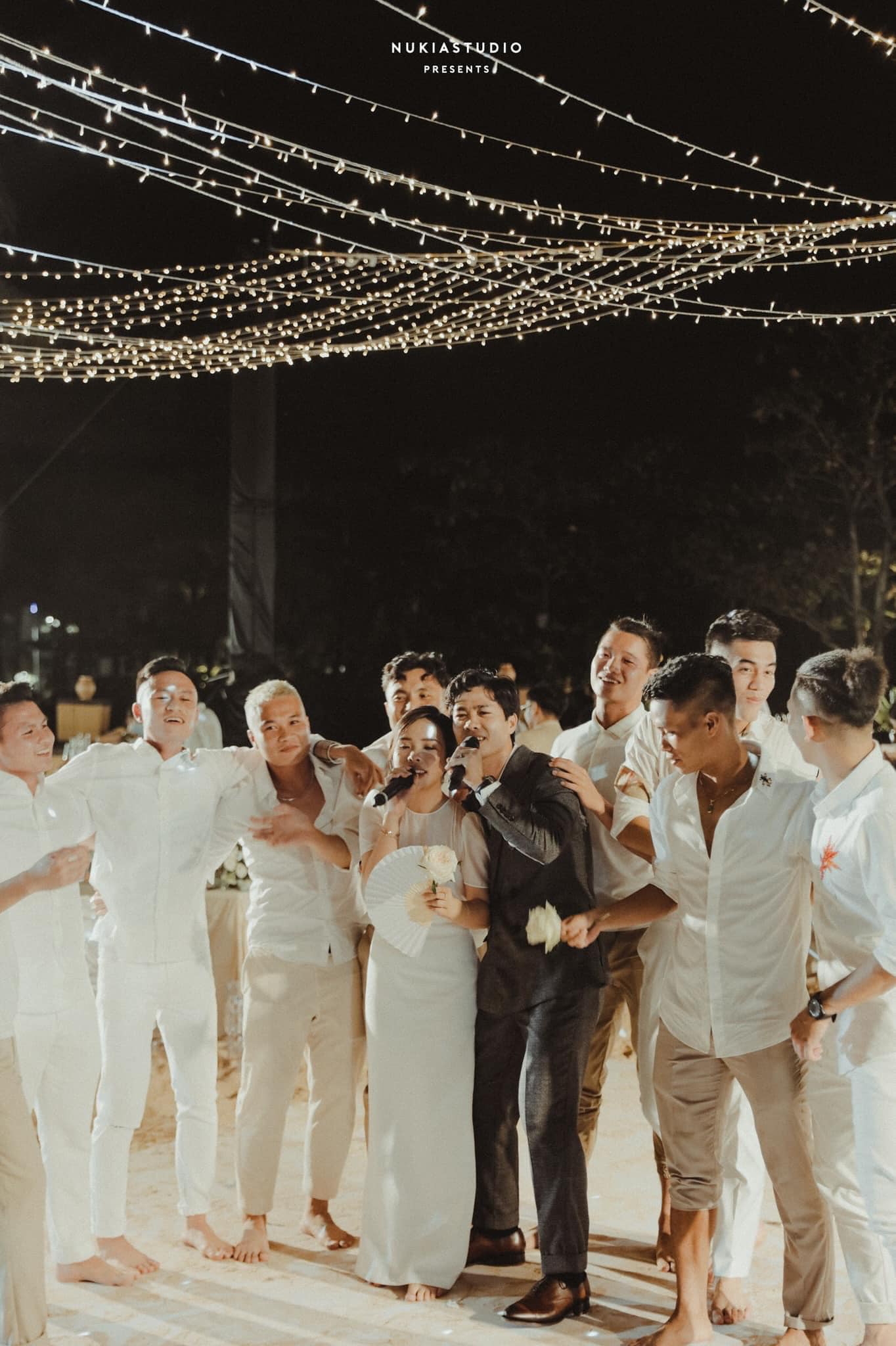 Công Phượng và Viên Minh song ca trong đám cưới: Cô dâu đi chân đất, chill đến mệt nhoài vẫn cực vui - Ảnh 2.