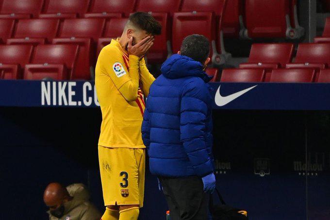 Pique bật khóc rời sân vì chấn thương sau pha va chạm rùng rợn - Ảnh 4.