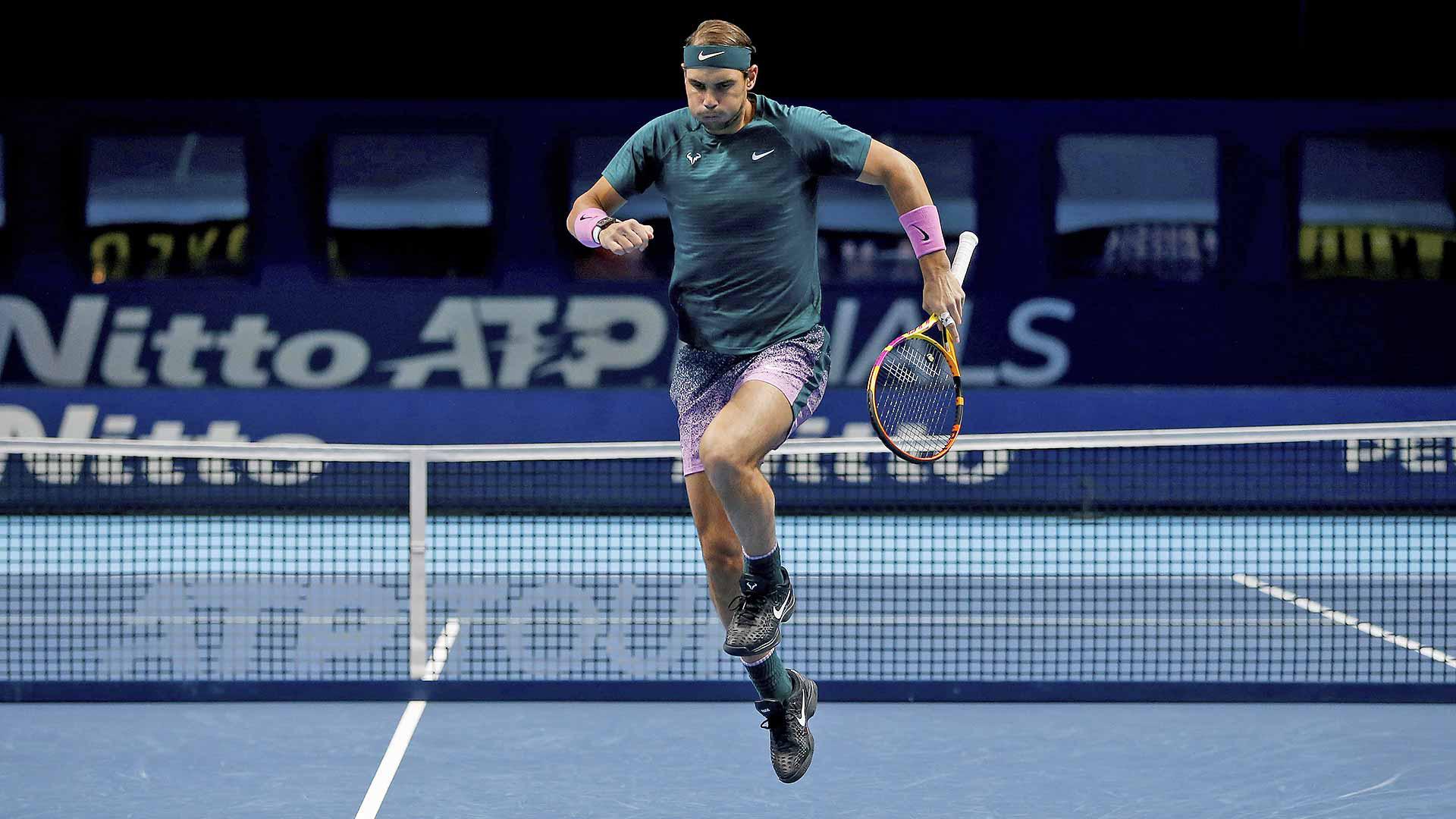 Thua ngược cay đắng, Nadal và Djokovic dắt tay rời ATP Finals - Ảnh 1.