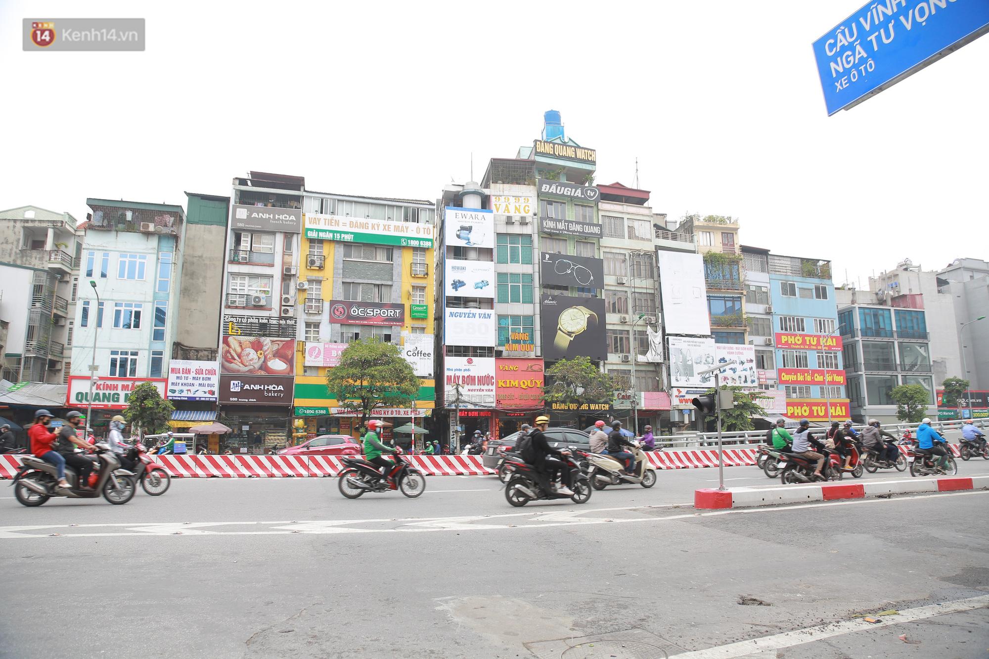 Ảnh: Cận cảnh những ngôi nhà siêu mỏng, siêu nhỏ ở đường Trường Chinh - Ảnh 2.