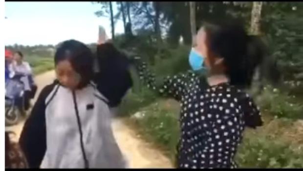 Nữ sinh ở Thanh Hóa bị bạn dùng mũ bảo hiểm đập liên tiếp 13 phát vào đầu - Ảnh 1.