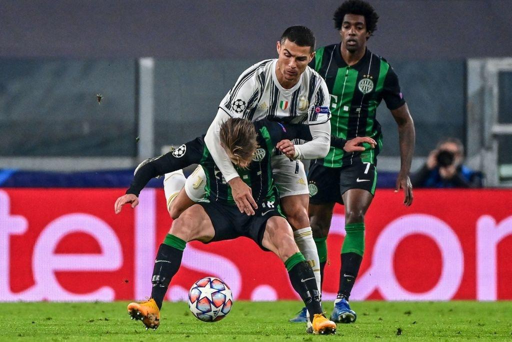Ronaldo lập công giúp Juventus giành vé vào vòng knock-out Champions League - Ảnh 2.