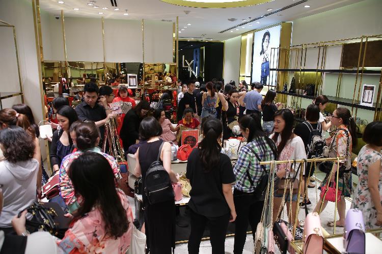 """Khai mạc mùa lễ hội với """"đại tiệc"""" mua sắm Vincom Black Friday 2020 - Ảnh 1."""