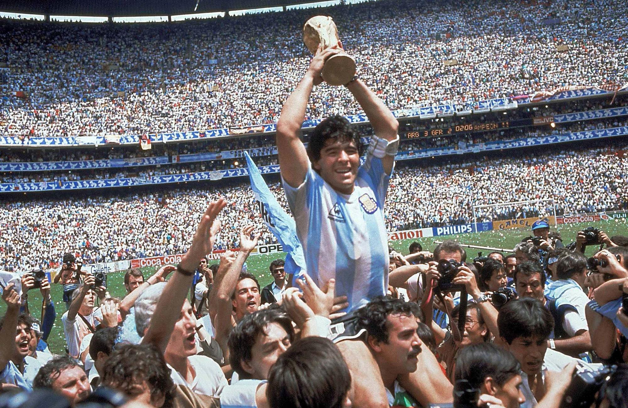 Cuộc đời Maradona qua ảnh: Đầy vinh quang nhưng cũng lắm tranh cãi - Ảnh 3.