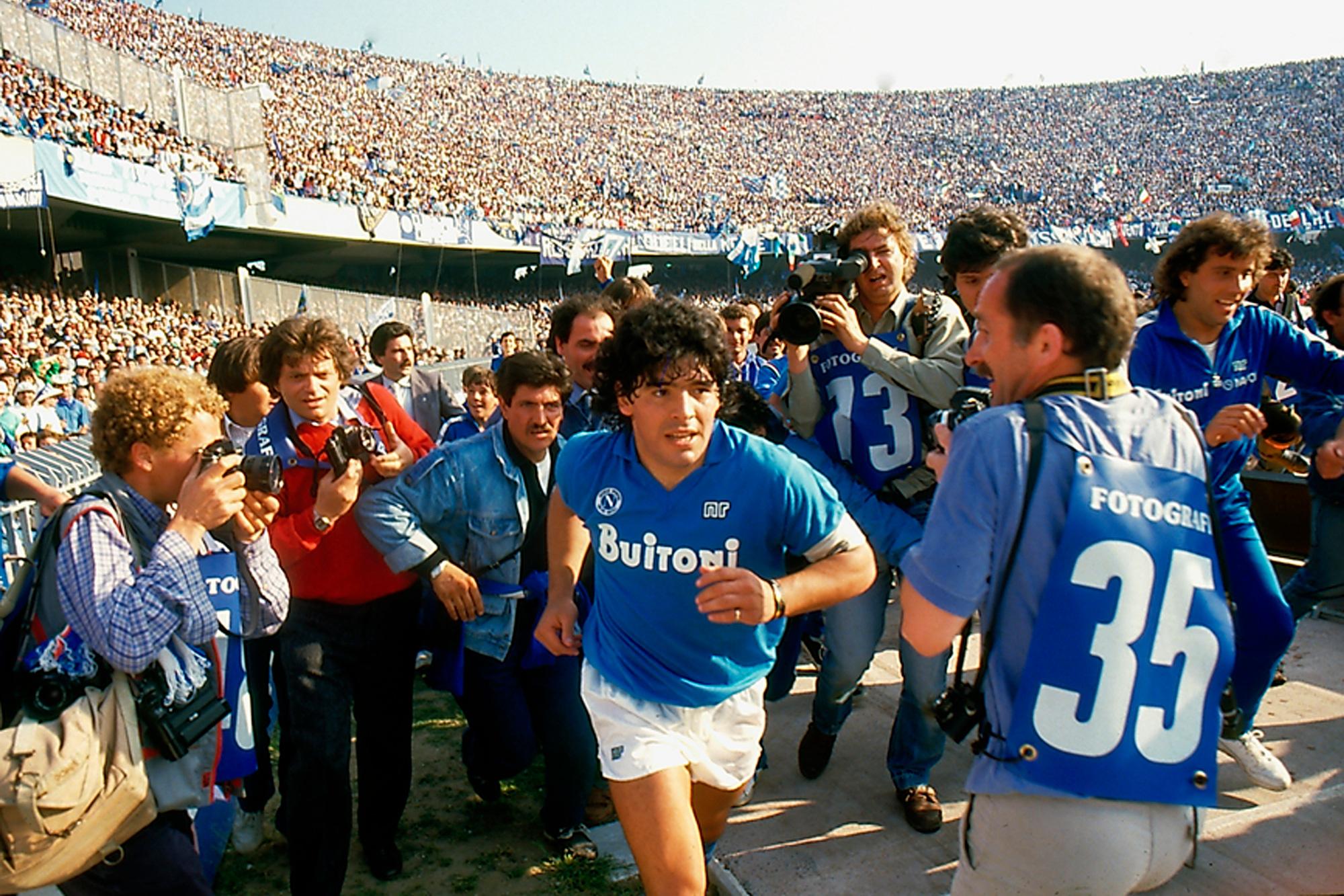 Cuộc đời Maradona qua ảnh: Đầy vinh quang nhưng cũng lắm tranh cãi - Ảnh 5.