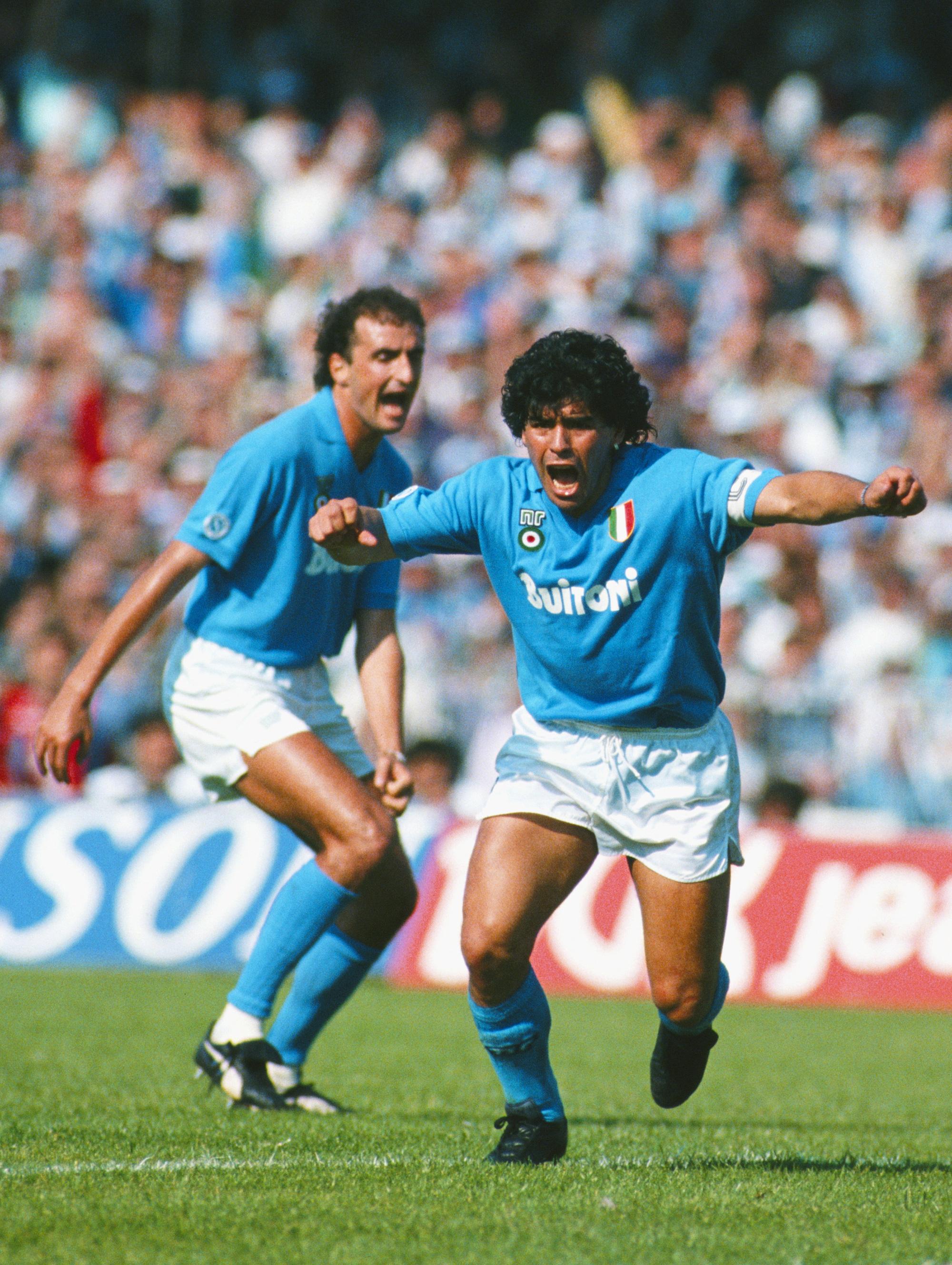 Cuộc đời Maradona qua ảnh: Đầy vinh quang nhưng cũng lắm tranh cãi - Ảnh 6.