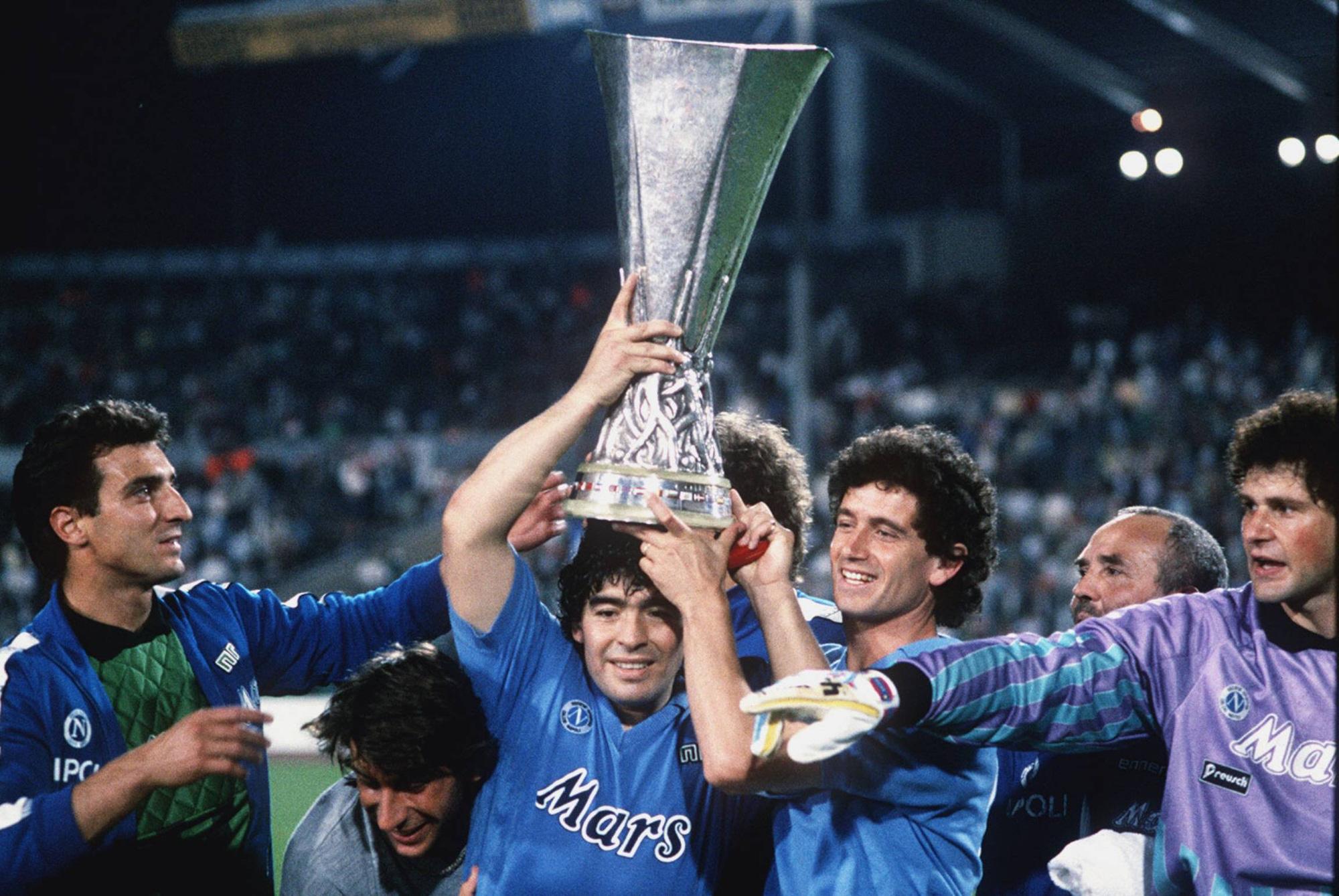 Cuộc đời Maradona qua ảnh: Đầy vinh quang nhưng cũng lắm tranh cãi - Ảnh 7.