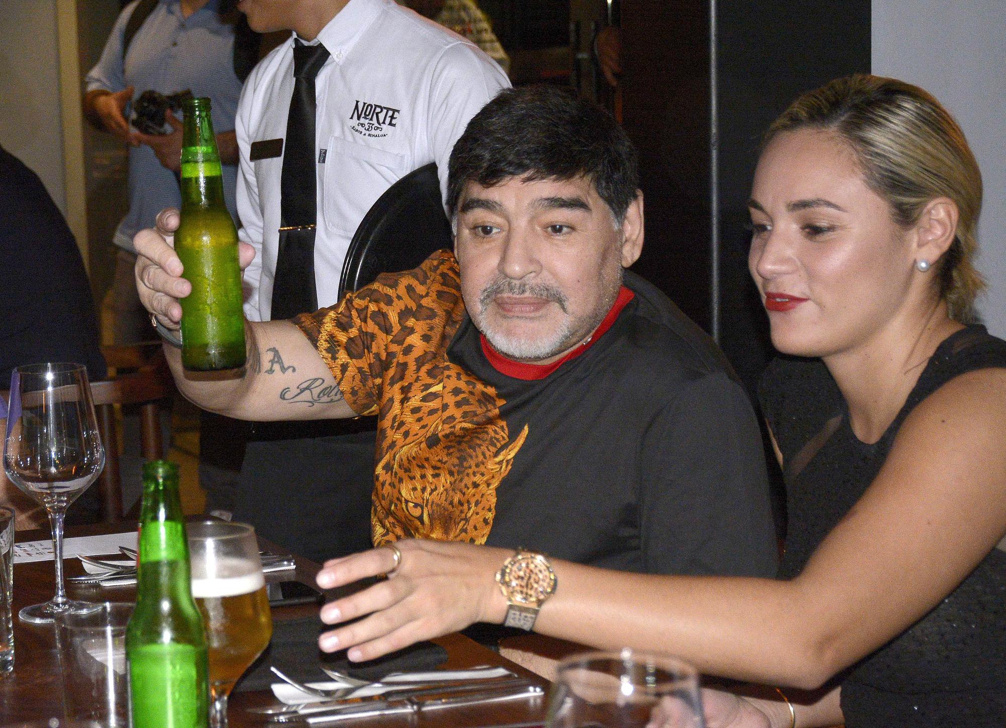 Cuộc đời Maradona qua ảnh: Đầy vinh quang nhưng cũng lắm tranh cãi - Ảnh 11.
