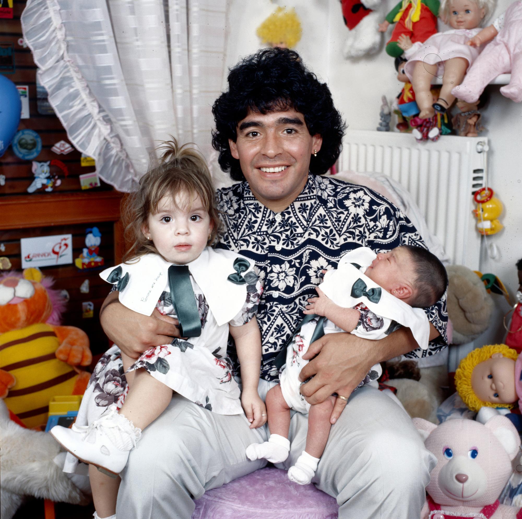 Cuộc đời Maradona qua ảnh: Đầy vinh quang nhưng cũng lắm tranh cãi - Ảnh 13.