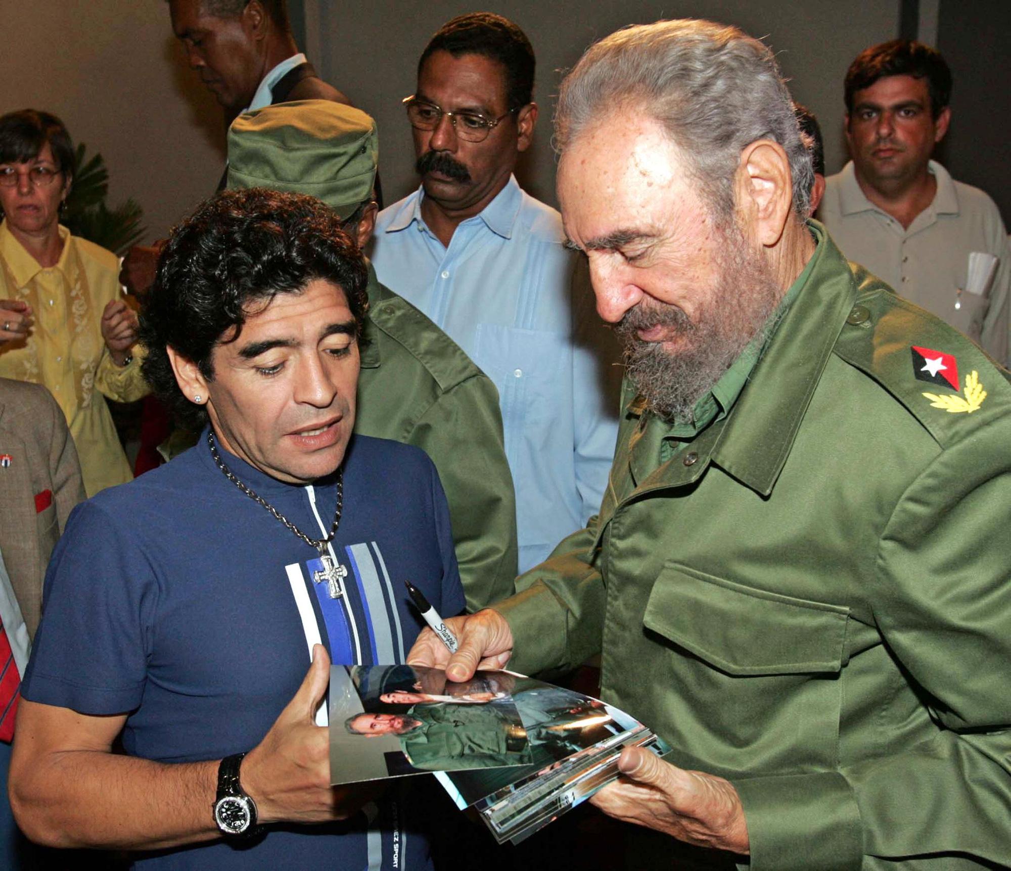 Cuộc đời Maradona qua ảnh: Đầy vinh quang nhưng cũng lắm tranh cãi - Ảnh 17.