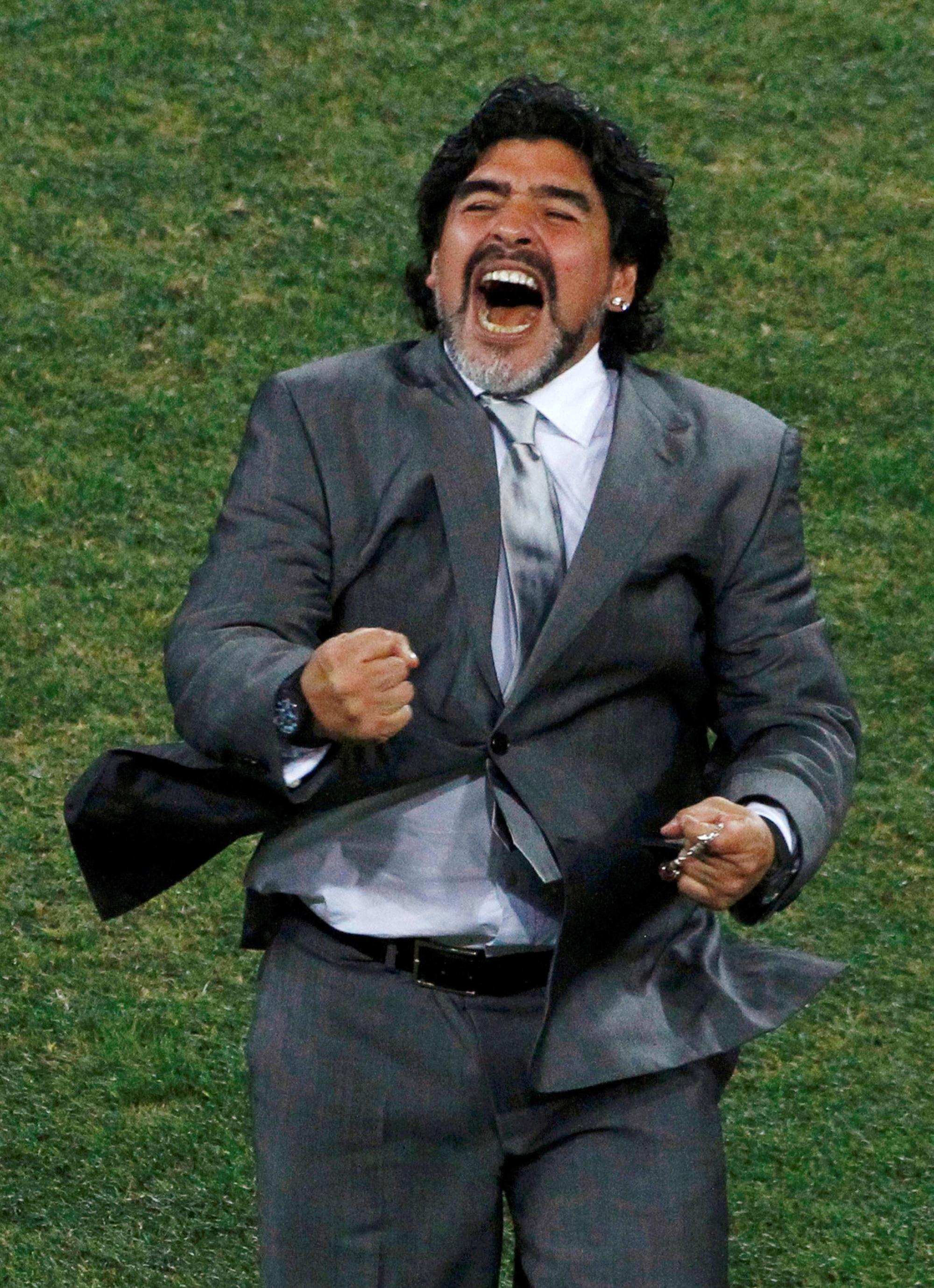 Cuộc đời Maradona qua ảnh: Đầy vinh quang nhưng cũng lắm tranh cãi - Ảnh 18.