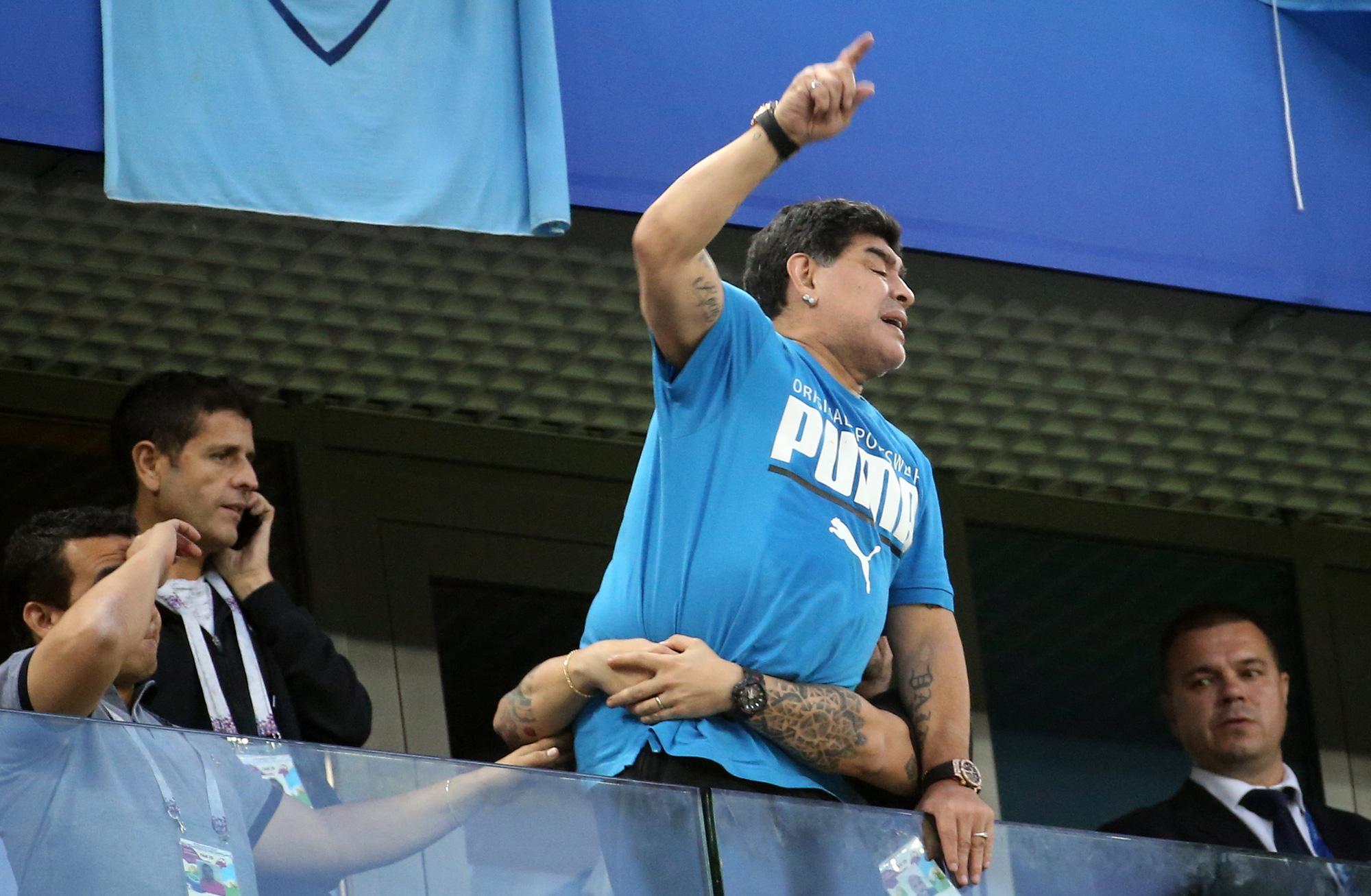Cuộc đời Maradona qua ảnh: Đầy vinh quang nhưng cũng lắm tranh cãi - Ảnh 21.