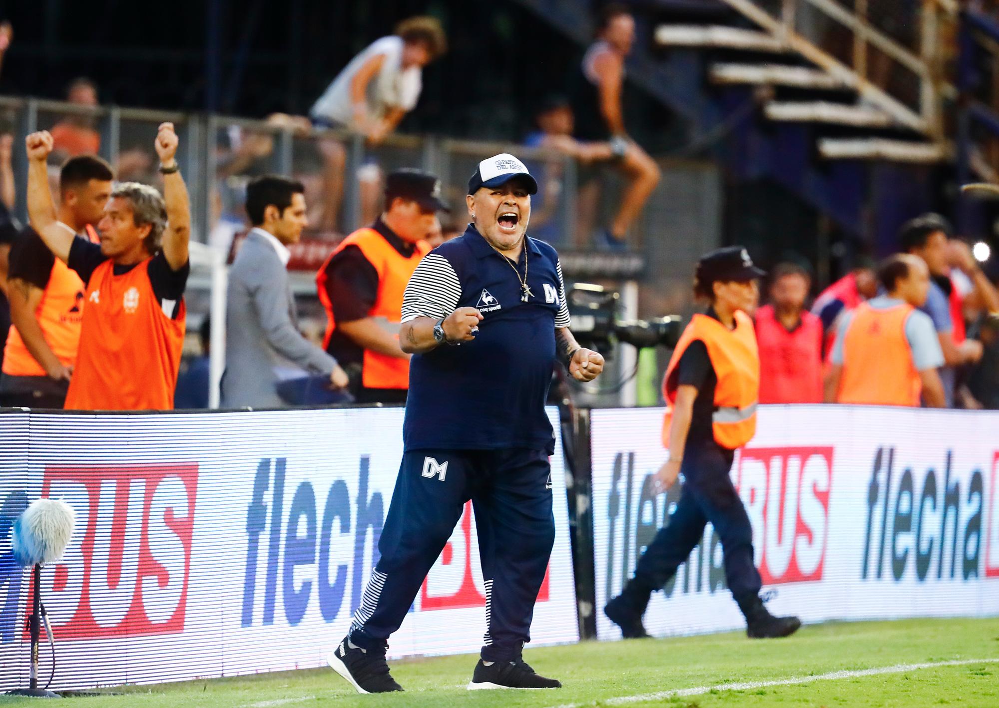 Cuộc đời Maradona qua ảnh: Đầy vinh quang nhưng cũng lắm tranh cãi - Ảnh 25.