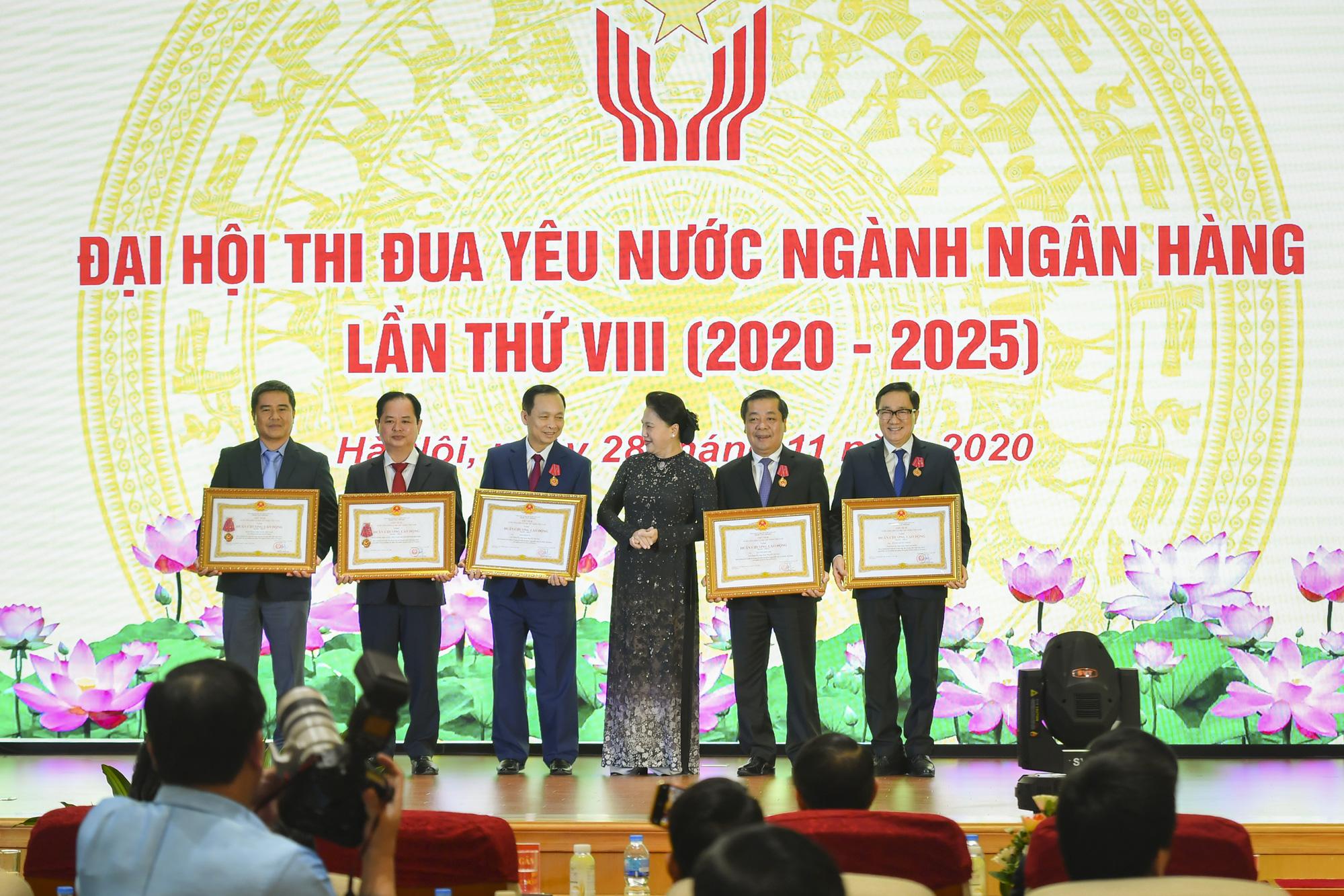 Chủ tịch Quốc hội dự Đại hội thi đua yêu nước ngành Ngân hàng - Ảnh 2.